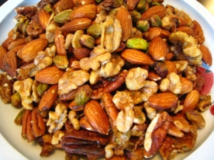 mixed nuts for health
