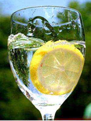 Ученые считают, что напиток в жару должен не только заставлять нас не...