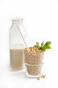 Almond Milk vs Soy Milk. Which is better?